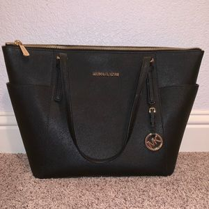MICHAEL KORS JET SET LEATHER TOTE BAG
